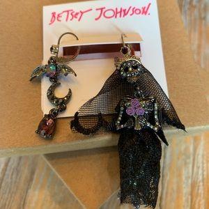Betsey Johnson Skull Bride Earrings